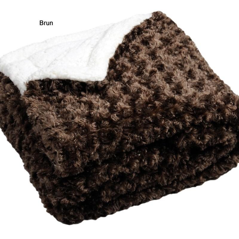 plaid fourrure plaids fourrure comment choisir plaid cet hiver les plaids fourrure with plaid. Black Bedroom Furniture Sets. Home Design Ideas